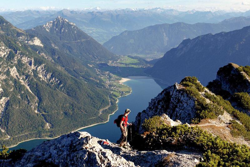 Wandern- und Bergsteigen mit Blick auf den Achensee