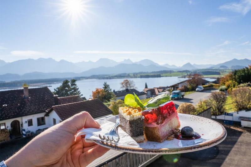 Bio-Verwöhnpension mit leckeren Desserts  und Panoramaausblick genießen