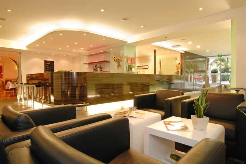 Loungebereich und Bar