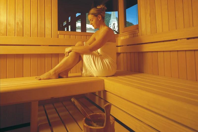 Wellnessbereich mit Indoor- und Outdoorsauna