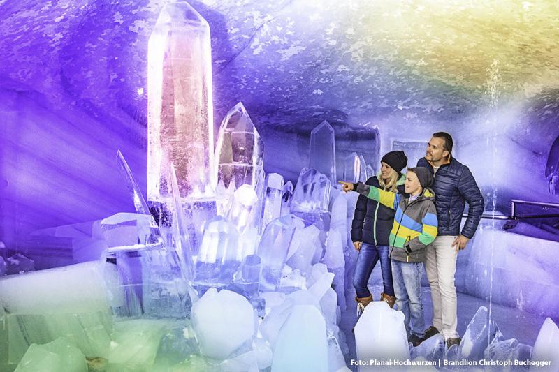 Im Dachstein Eispalast erlebst Du die frostig-faszinierende Eiswelt im Gletscher