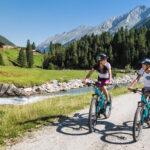 Lange Alpenradwege sind in Etappen aufgebaut und so auch für Anfänger geeignet