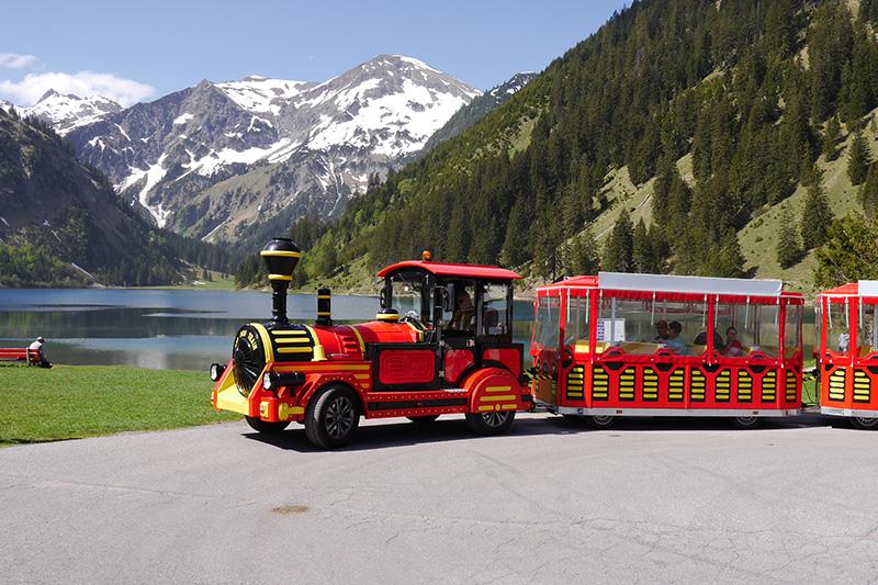 Der Tannheimer Alpenexpress fährt täglich zwischen Tannheim und Vilsalpsee