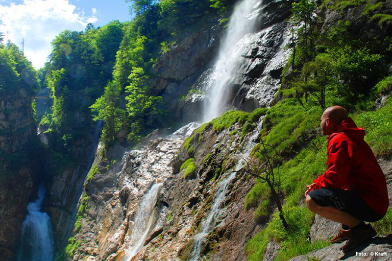 Majestätischer Wasserfall 'Waldbachstrub' im wild-romantischen Echerntal