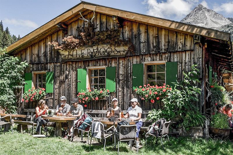 Im Lechtal gibt es an die 40 Alm- und Berghütten, die auch bewirtschaftet sind